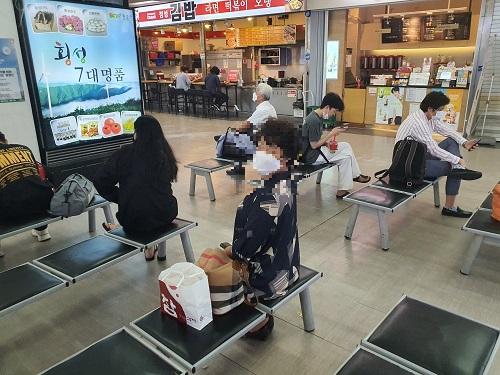 연일 늘어나는 코로나 '확진자'…서울 시민들 사람 포비아 '가중'