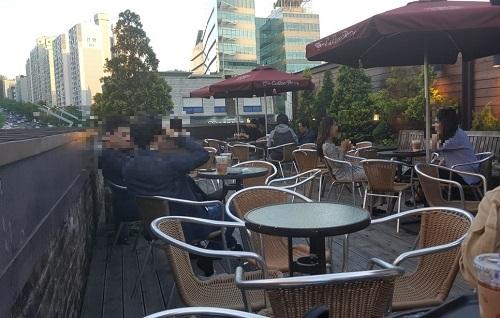 """""""더이상 못 버티겠다.""""…코로나에 영업 정지된 노래연습장 업주들 '울분'"""