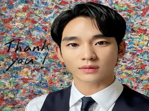 """김수현, 데뷔 14주년 맞이해…팬들 """"축하한다"""""""