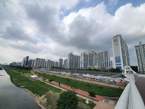 강남 자산가들 매수세에 '금관구' 아파트 껑충